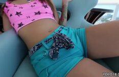Greluda de 18 anos pedindo rola na sua buceta rosinha