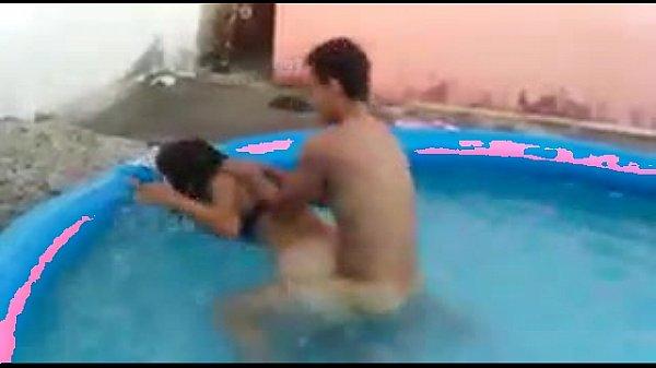 Comeu a safada na piscina e botou pra arrombar