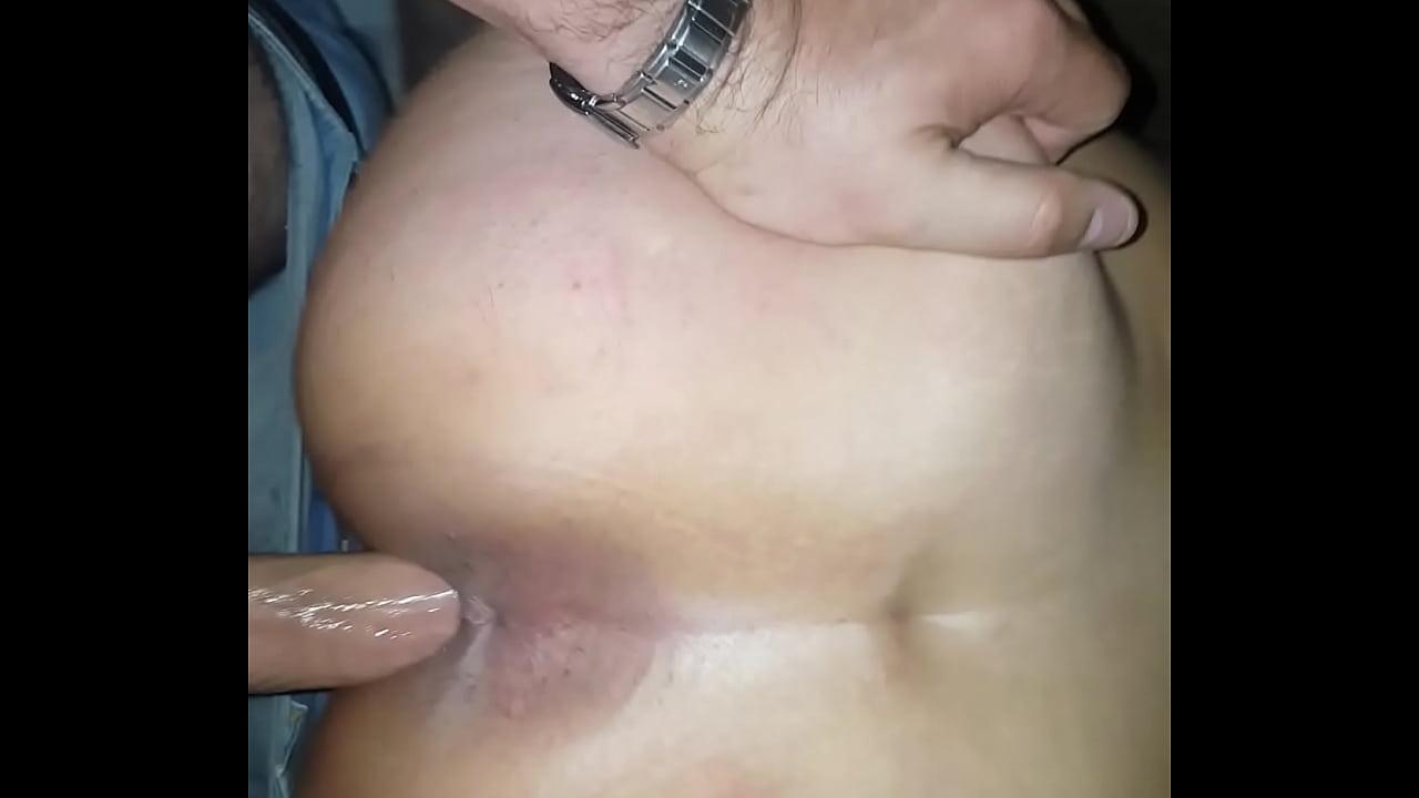 Dando de quatro com o cu bem abertinho